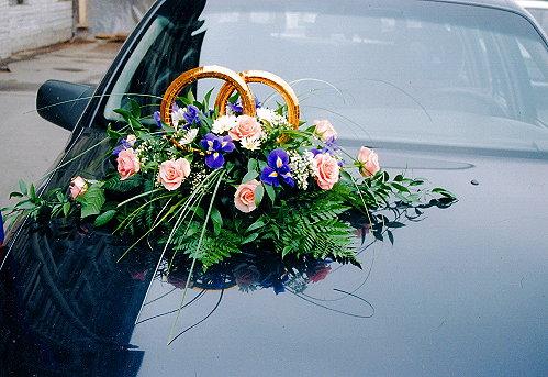 Живые цветы на машину